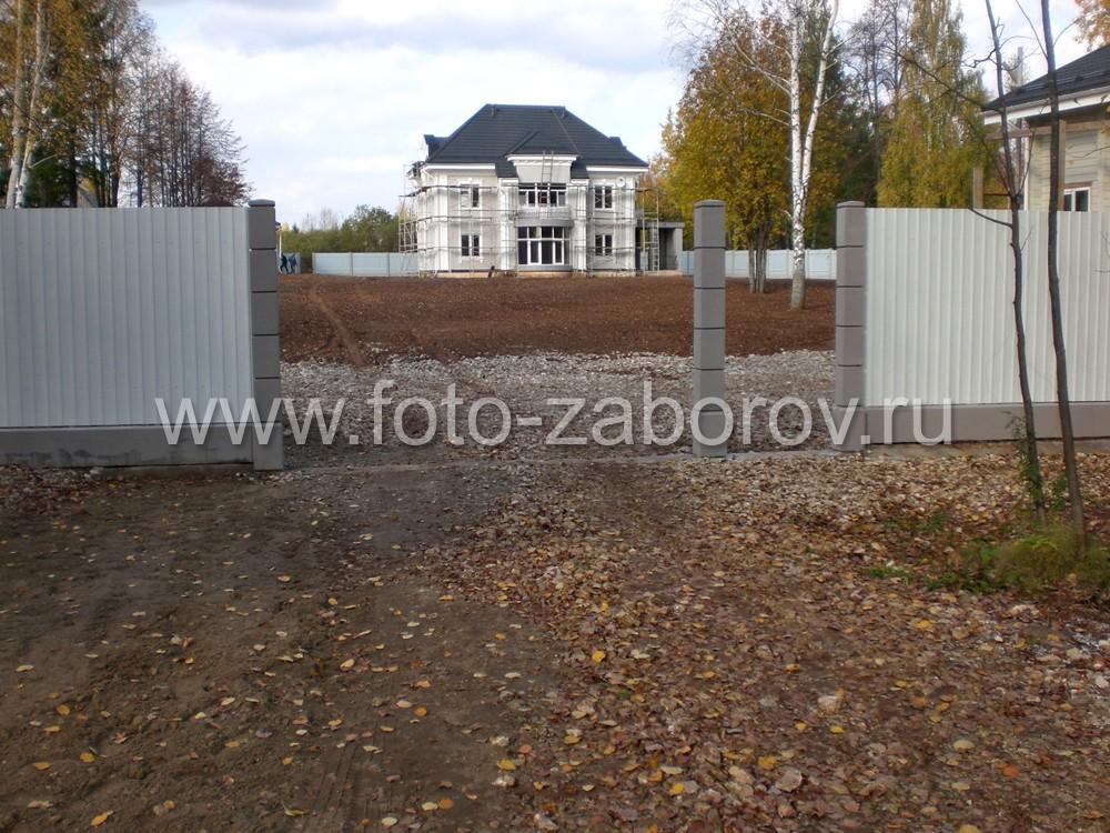 Фото стройки ворот и калитки с установкой на трех
