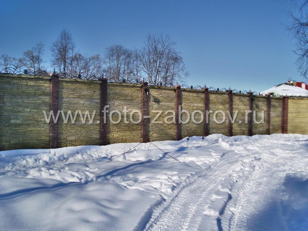 Фото Забор из декоративного железобетона «Стоунхендж»: полёты жёлтого цвета, столбы -