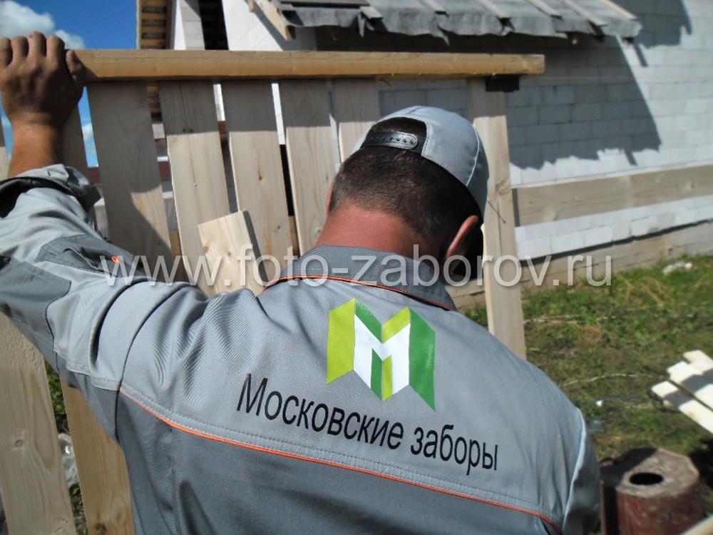 Важно, чтобы забор получился не только прочным и надёжным, но ровным и