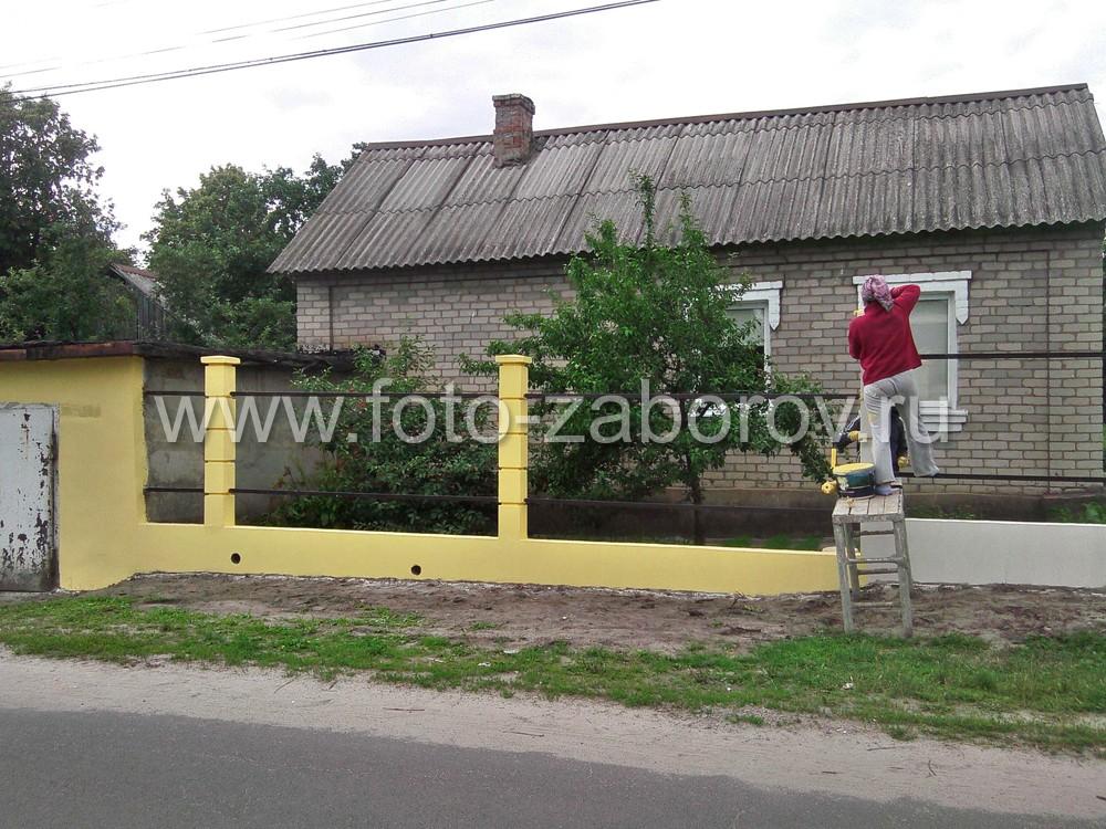 Той же краской покрывают и фасад гаража, стена которого выходит на улицу. В итоге, всё визуально