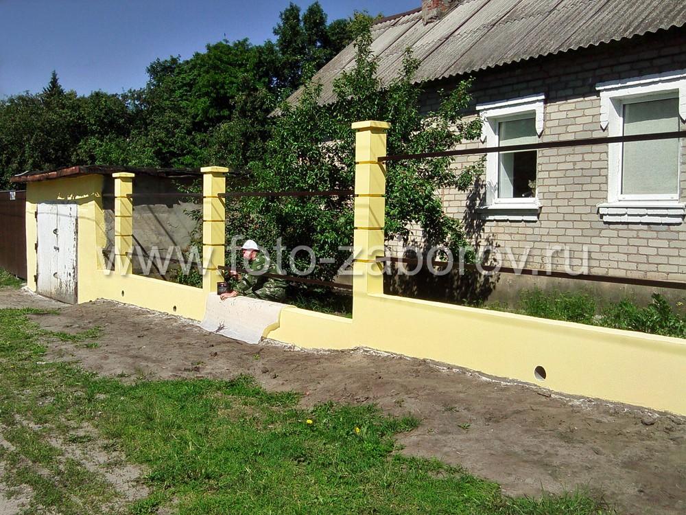 После окончания окраски бетонных конструкций, производим покраску металлических элементов