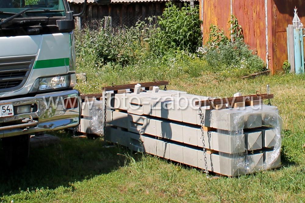 Для удобства транспортировки, погрузки и разгрузки столбы объединяются в блоки (на фото - по 9 штук