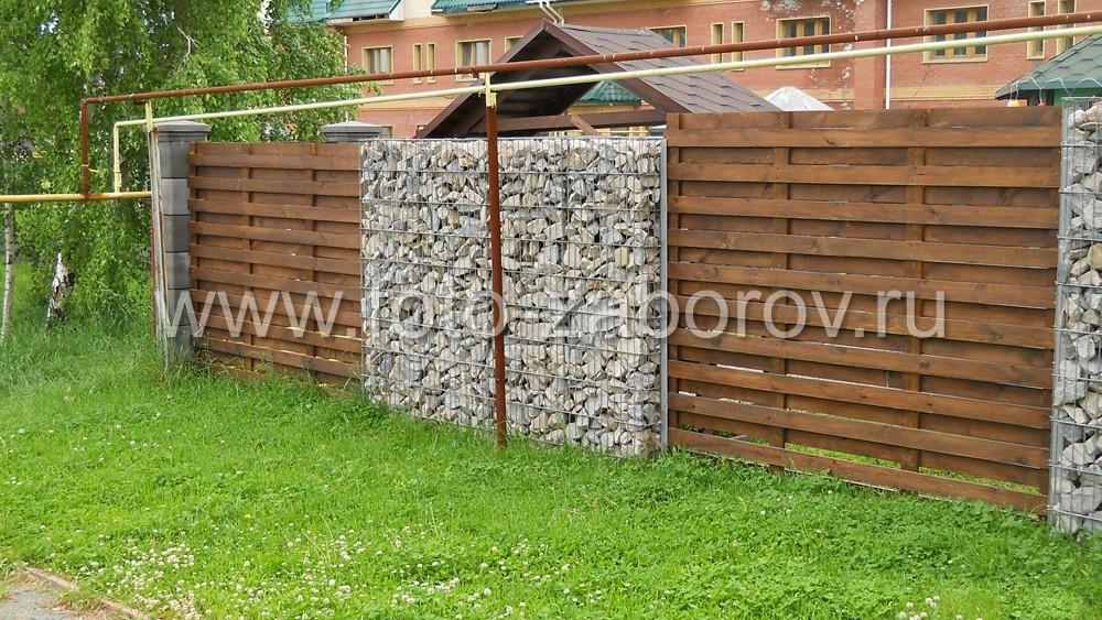 Комбинированный забор своими руками
