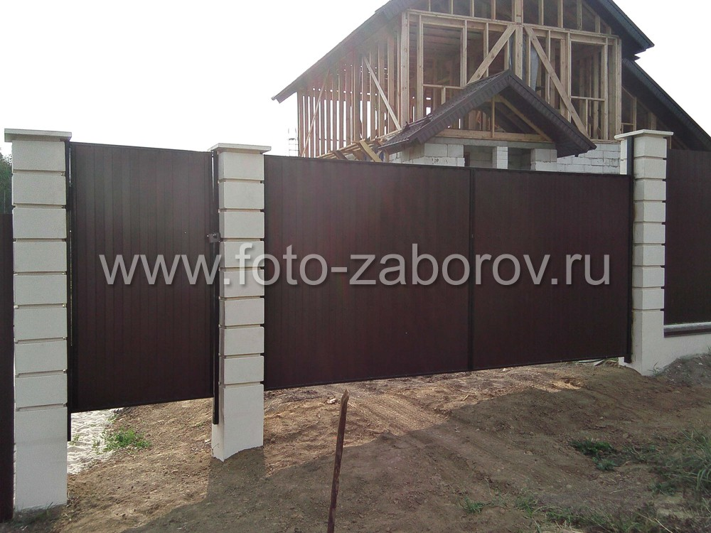 Фото Забор на уклоне. Сложный рельеф участка - не помеха для установки надёжного