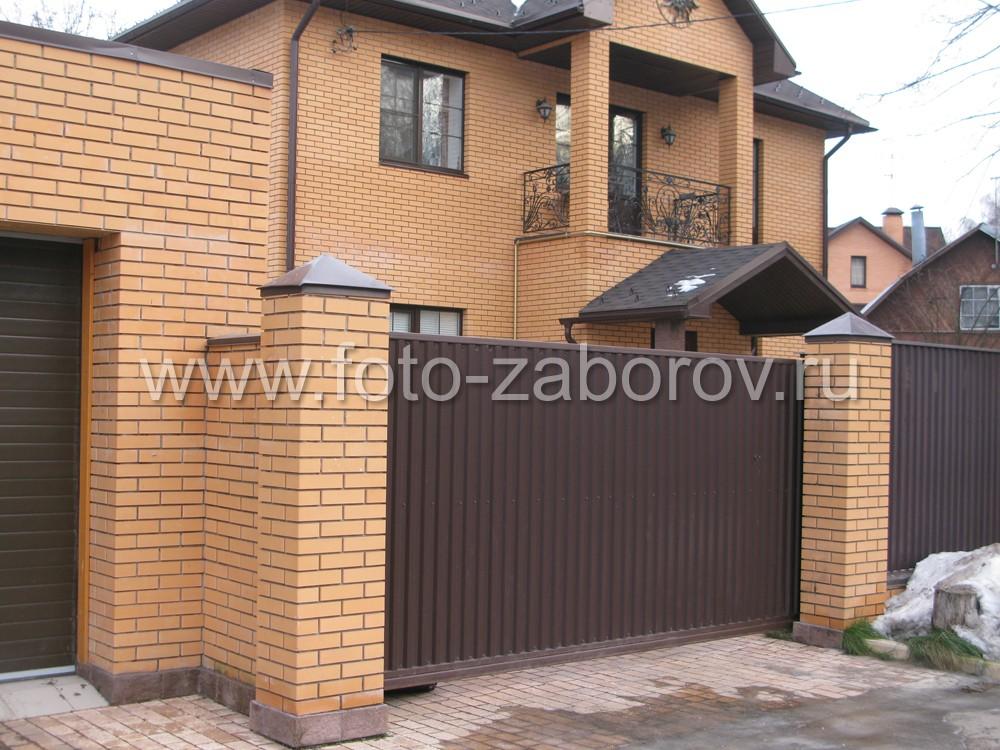 Откатные консольные ворота с обшивкой из коричневого