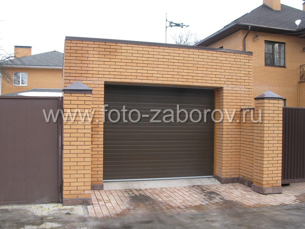 Рулонные ворота в гараже обеспечивают удобство при проезде автотранспорта и при этом занимают