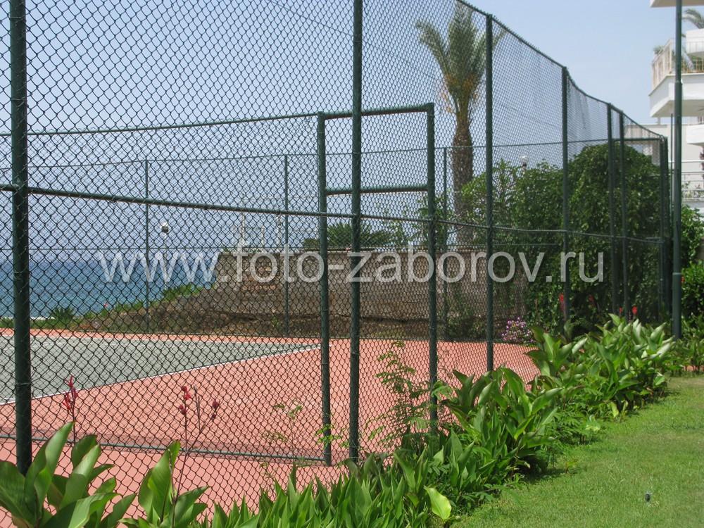Проход между теннисными игровыми