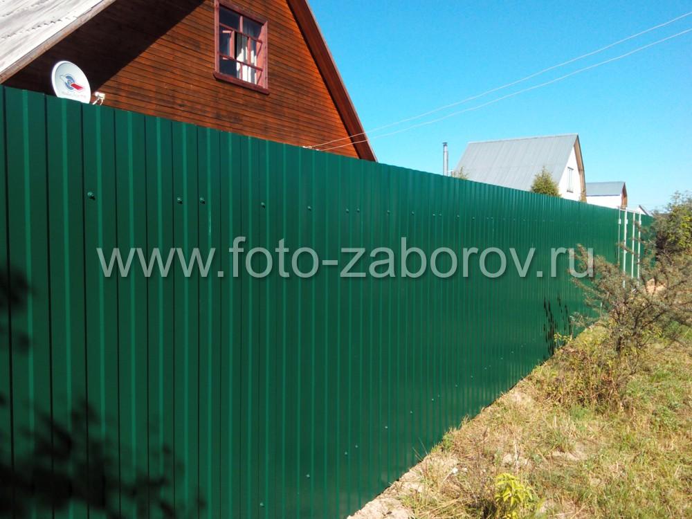 Фасад зелёного забора из