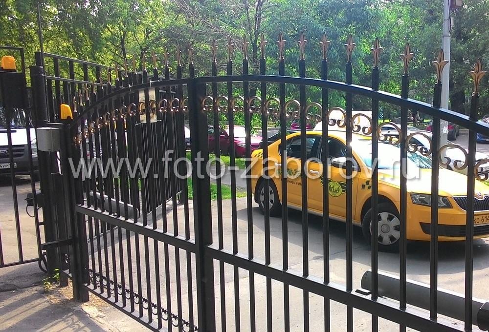 Фото Металлические распашные ворота с автоматикой CAME. Удалённое управление