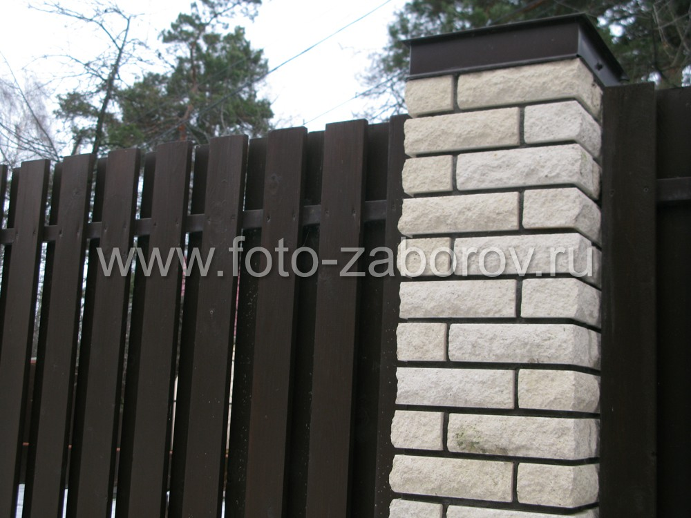 Забор из белого кирпича