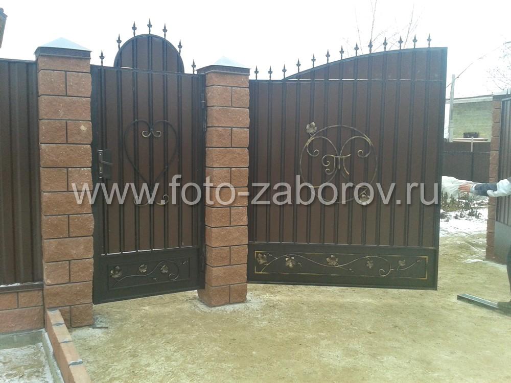 Широкие ворота обеспечивают удобный въезд на территорию участка для любого вида