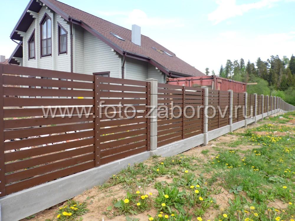Ограждение выполнено в единой стилистике с фасадом частного дома, создавая единую
