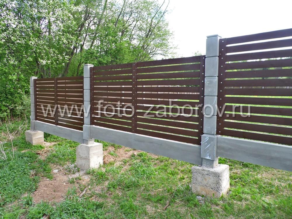 Установить такой забор  - не проблема даже на участках с большим перепадом
