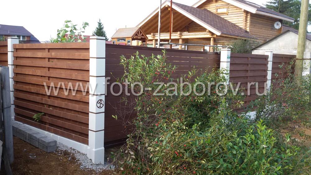 Фото Уникальный ЗаборЛего: нежно-кремовые столбы из прессованного бетона в гамме с