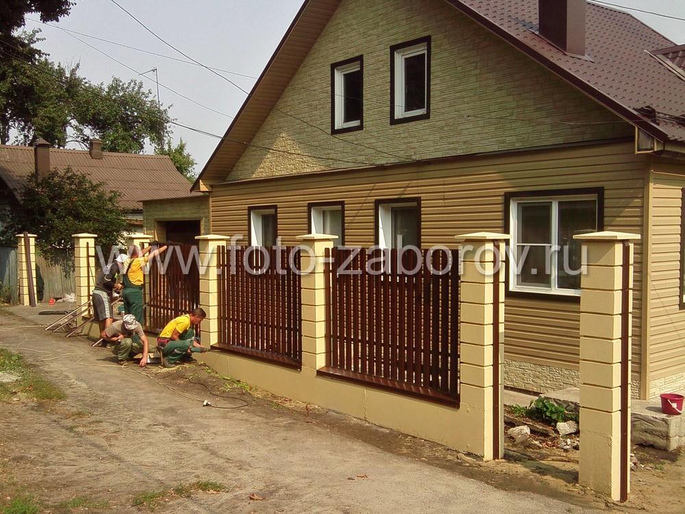 Все бетонные конструкции красятся жёлтой краской, металлические детали - коричневой эмалью по