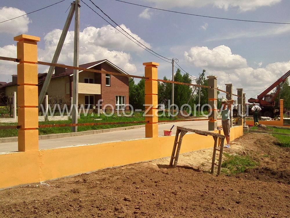 Завершение работ по окраске бетонного каркаса. Насыщенный жёлтый цвет будет создавать радостное