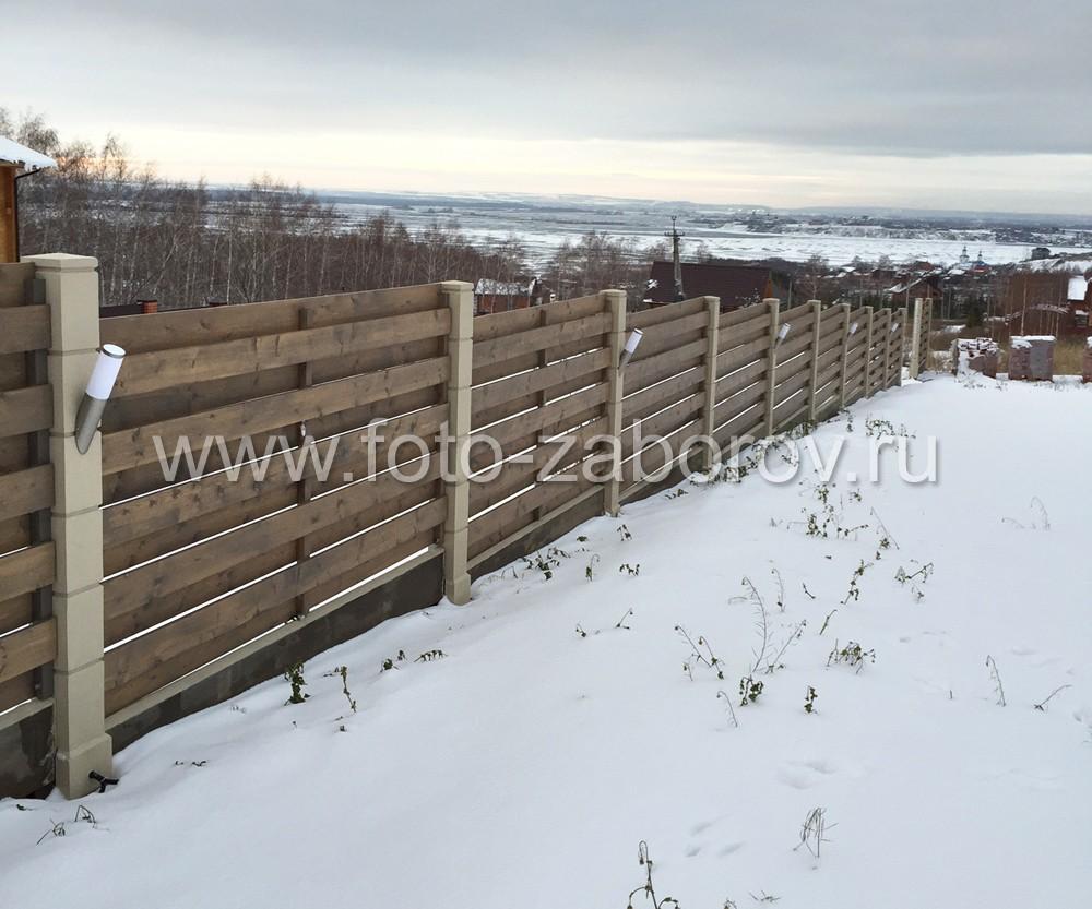Фото Деревянное ограждение - ранчо с двойным заполнением и установкой на бетонных столбах со