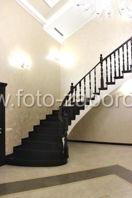 Фото Полнотелая забежная лестница в доме в Поэтический переулке.