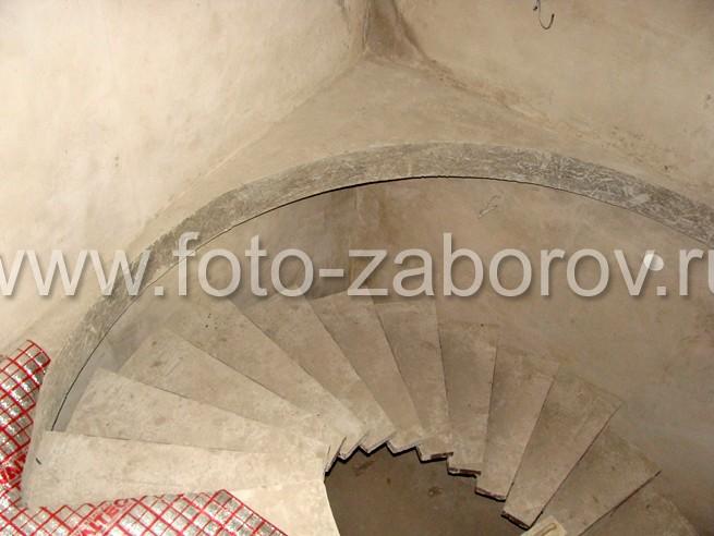 Фото Бетонная винтовая лестница на одном