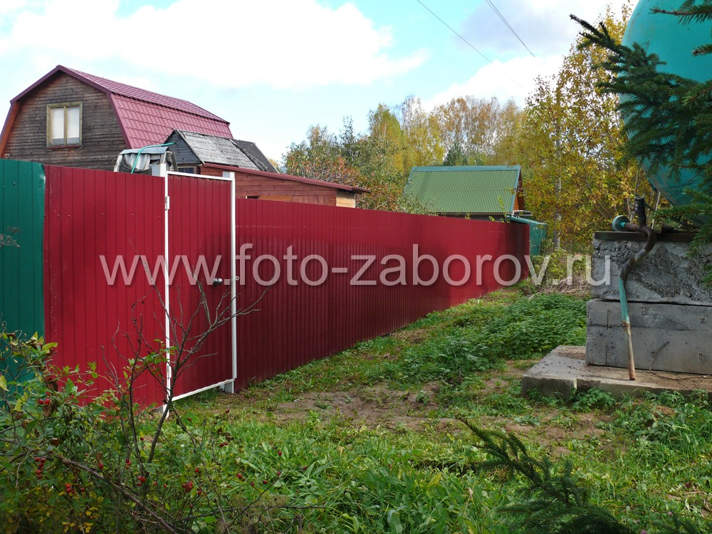 Забор из темно-вишневого профнастила (RAL3005) длиной 46