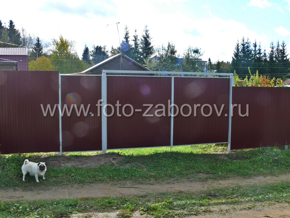 Распашные ворота шириной 3,5 метра и смежная с ними