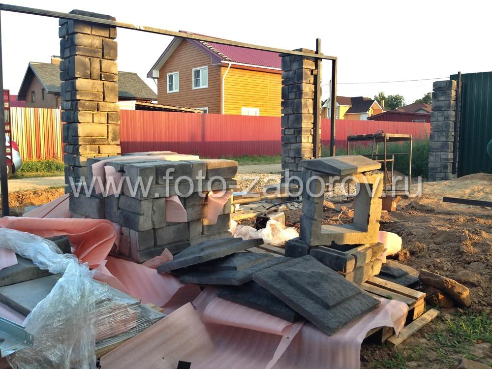 Фото Забор премиум класса из декоративных бетонных