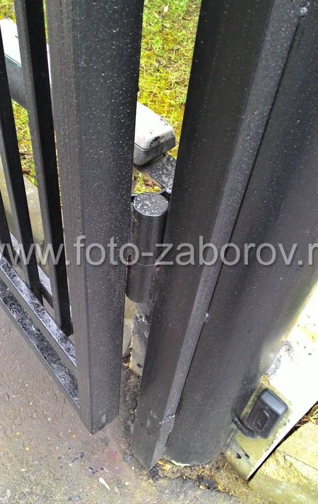 Фото Красивый дорогой металлический забор с распашными автоматическими воротами для газового