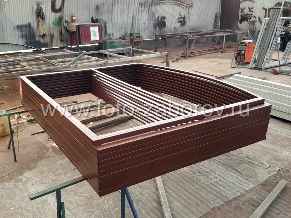 Фото Забор из секций с наполнением металлическим штакетником RAL
