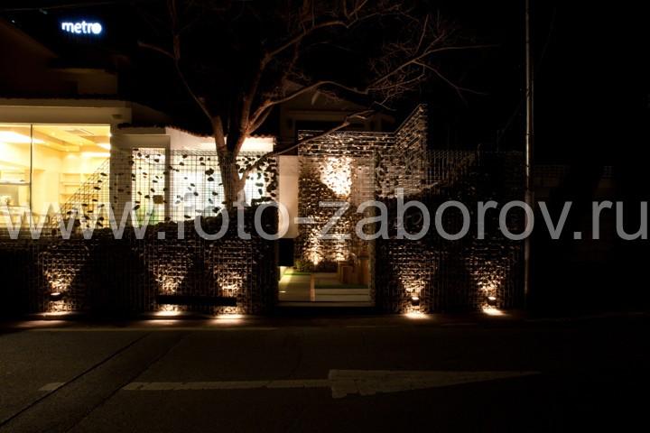Фото Габионы в ночном освещении. Пожалуй, сложно придумать более романтического зонирования для