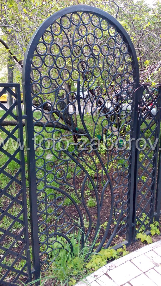 Фото Простые, но изящные перголы в сквере Марьиной