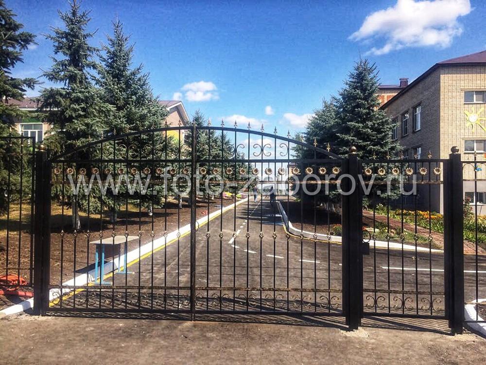 Фото Забор+ворота+калитка из профильной трубы с декоративными