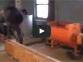 Изготовление столбов забора путём прессования бетона в деревянной форме.